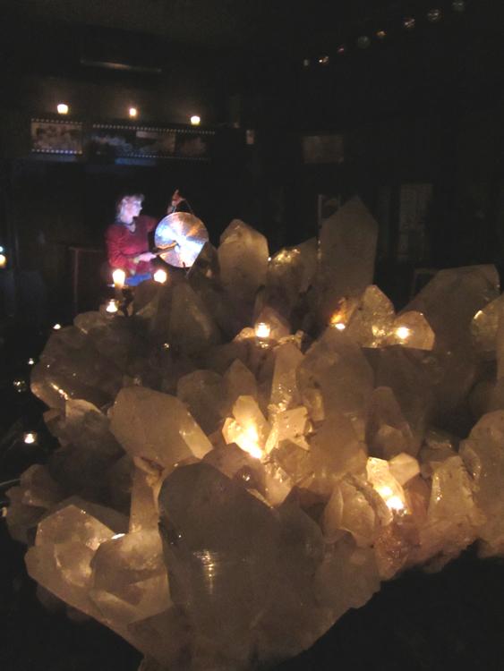 Annabell Ditschke und Christian Sendtner bei der Klangmeditaiton am Bergkristall